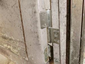 愛知県大府市 店舗 ドアリフォーム「不安なくドアを開けられるようになりました!」工事店 ドア丁番取替工事【株式会社サッシ.NET】