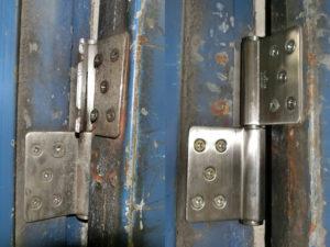 愛知県清須市 工場 ドアリフォーム「工場のドア補修工事を致しました。」工事店 スチールドア丁番取替工事【株式会社サッシ.NET】