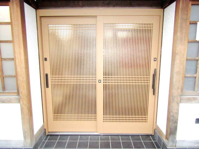 愛知県名古屋市西区「店舗入り口ドアのリフォーム依頼を承りました」LIXILリシェント 玄関引戸工事