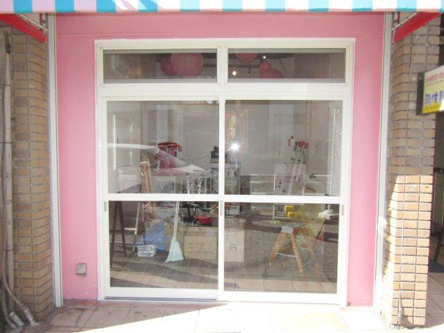 愛知県名古屋市中区 「店舗の入口が空いていて冬になると寒かったことから、防寒のため引戸新設のご依頼をいただきました。」店舗ドアリフォーム工事店 入口引戸新設工事会社【株式会社サッシ.NET】